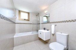 Ванная комната. Кипр, Ионион - Айя Текла : Современная вилла с бассейном и двориком с барбекю, 3 спальни, 2 ванные комнаты, парковка, Wi-Fi