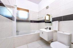 Ванная комната. Кипр, Ионион - Айя Текла : Современная вилла с бассейном и двориком с барбекю, 2 спальни, 2 ванные комнаты, парковка, Wi-Fi