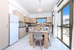Кухня. Кипр, Ионион - Айя Текла : Современная вилла с бассейном и двориком с барбекю, 2 спальни, 2 ванные комнаты, парковка, Wi-Fi