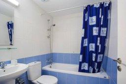 Ванная комната 2. Кипр, Центр Лимассола : Прекрасный таунхаус в комплексе с двумя бассейнами, 2 спальни, 2 ванные комнаты, парковка, Wi-Fi