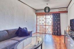Гостиная. Кипр, Центр Лимассола : Прекрасный апартамент в 100 метра от пляжа, гостиная, отдельная спальня, большой балкон с видом на море
