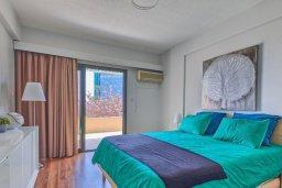 Спальня. Кипр, Центр Лимассола : Прекрасный апартамент в 100 метра от пляжа, гостиная, отдельная спальня, большой балкон с видом на море