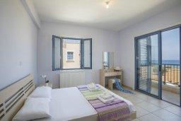 Спальня. Кипр, Пернера Тринити : Потрясающая пляжная вилла с панорамным видом на Средиземное море, с 4-мя спальнями, 3-мя ванными комнатами, тенистой террасой с патио, садом на крыше и барбекю