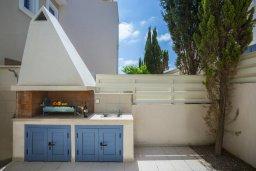 Территория. Кипр, Пернера Тринити : Потрясающая пляжная вилла с панорамным видом на Средиземное море, с 4-мя спальнями, 3-мя ванными комнатами, тенистой террасой с патио, садом на крыше и барбекю