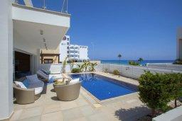 Бассейн. Кипр, Фиг Три Бэй Протарас : Шикарная современная вилла с панорамным видом на Средиземное море, с 5-ю спальнями, 5-ю ванными комнатами, бассейном, тенистой террасой с lounge-зоной, патио, барбекю, расположена всего в 100 метрах от пляжа