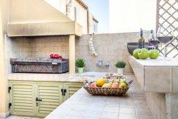 Территория. Кипр, Пернера : Прекрасная вилла с 4-мя спальнями, с бассейном, тенистой террасой с патио и каменным барбекю, расположена в тихом районе Протараса рядом с заливом Sirina Bay
