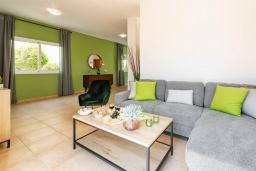 Гостиная. Кипр, Пернера : Великолепная вилла с 3-мя спальнями, с бассейном, патио и барбекю,  расположена в самом центре Пернеры