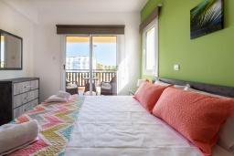 Спальня. Кипр, Пернера : Великолепная вилла с 3-мя спальнями, с бассейном, патио и барбекю,  расположена в самом центре Пернеры