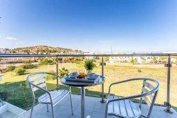 Балкон. Кипр, Фиг Три Бэй Протарас : Современный апартамент с потрясающим видом на Средиземное море, с отдельной спальней, гостиной, расположен в комплексе с бассейном в 50 метрах от пляжа
