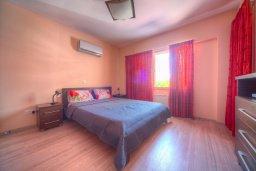 Спальня. Кипр, Гермасойя Лимассол : Апартамент в 100 метрах от моря в комплексе с бассейном, с гостиной, двумя спальнями и балконом с видом на море
