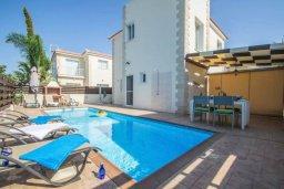 Фасад дома. Кипр, Пернера Тринити : Комфортабельная вилла с 2-мя спальнями, с бассейном и приватным двориком с патио и барбекю