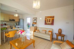 Гостиная. Кипр, Каппарис : Роскошный апартамент с 2-мя спальнями, с бассейном и приватным двориком с патио