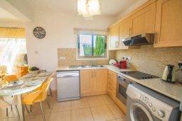 Кухня. Кипр, Каппарис : Роскошный апартамент с 2-мя спальнями, с бассейном и приватным двориком с патио