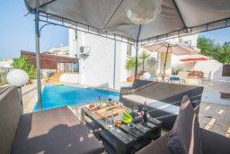 Патио. Кипр, Каппарис : Роскошный апартамент с 2-мя спальнями, с бассейном и приватным двориком с патио