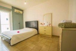Спальня. Кипр, Центр Айя Напы : Потрясающий просторный апартамент в центре Айя-Напы, с гостиной, тремя спальнями, двумя ванными комнатами и балконом
