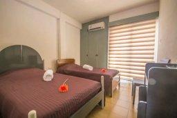 Спальня 2. Кипр, Центр Айя Напы : Потрясающий просторный апартамент в центре Айя-Напы, с гостиной, тремя спальнями, двумя ванными комнатами и балконом