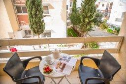 Балкон. Кипр, Центр Айя Напы : Современный апартамент в центре Ай-Напы, с гостиной, двумя спальнями и балконом