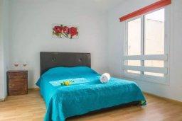 Спальня. Кипр, Центр Айя Напы : Уютный апартамент в центре Айя Напы, с гостиной, отдельной спальней и балконом