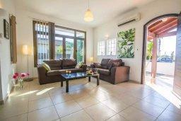 Гостиная. Кипр, Ионион - Айя Текла : Великолепная вилла с 2-мя спальнями, с бассейном, уютным двориком, тенистой террасой с патио и барбекю