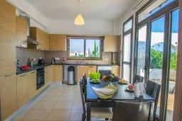 Кухня. Кипр, Ионион - Айя Текла : Великолепная вилла с 2-мя спальнями, с бассейном, уютным двориком, тенистой террасой с патио и барбекю