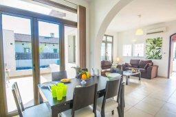 Обеденная зона. Кипр, Ионион - Айя Текла : Великолепная вилла с 2-мя спальнями, с бассейном, уютным двориком, тенистой террасой с патио и барбекю