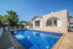 Фасад дома. Кипр, Ионион - Айя Текла : Великолепная вилла с 2-мя спальнями, с бассейном, уютным двориком, тенистой террасой с патио и барбекю