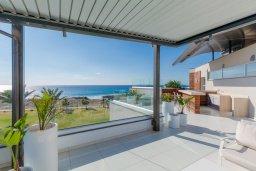 Вид на море. Кипр, Аммос - Лимнария Бич : Шикарная вилла с панорамным видом на море, с 5-ю спальнями, с большим бассейном, солнечной террасой на крыше с джакузи, домашним кинотеатром, расположена в 50 метрах от уединенной песчаной бухты