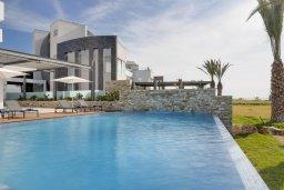 Вид на виллу/дом снаружи. Кипр, Аммос - Лимнария Бич : Элегантная вилла на побережье с панорамным видом на Средиземное море, с 6-спальнями, пейзажным бассейном, сауной, солнечной террасой на крыше с джакузи, расположена в 50 метрах от уединенной песчаной бухты