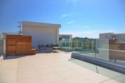 Терраса. Кипр, Пернера Тринити : Современная вилла с видом на Средиземное море, с 3-мя спальнями, с бассейном, солнечной террасой на крыше с джакузи, расположена около пляжа Trinity Beach