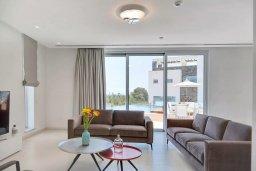 Кипр, Аммос - Лимнария Бич : Потрясающая современная вилла с панорамным видом на Средиземное море, с 3-мя спальнями, пейзажным бассейном с джакузи, террасой на крыше с lounge-зоной, барбекю, расположена в 100 метрах от пляжа
