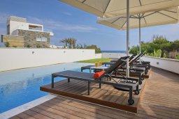 Кипр, Аммос - Лимнария Бич : Береговая роскошная вилла с панорамным видом на Средиземное море в Айя Напе, с 5-ю спальнями, с бассейном с подогревом и джакузи, солнечной террасой на крыше