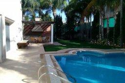 Бассейн. Кипр, Пареклисия : Современная вилла с большим бассейном и зеленым двориком с барбекю, 4 спальни, 4 ванные комнаты, парковка, Wi-Fi