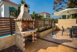 Обеденная зона. Кипр, Ионион - Айя Текла : Роскошная вилла с бассейном и большим двором с патио и барбекю, 3 спальни, 2 ванные комнаты, парковка, Wi-Fi