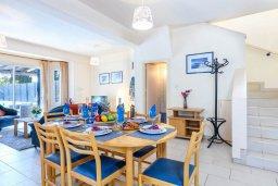 Обеденная зона. Кипр, Каво Марис Протарас : Комфортабельная вилла с 3-мя спальнями, бассейном, в окружение пышного зелёного сада, тенистой террасой с патио и каменным барбекю