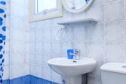 Ванная комната. Кипр, Каво Марис Протарас : Комфортабельная вилла с 3-мя спальнями, бассейном, в окружение пышного зелёного сада, тенистой террасой с патио и каменным барбекю