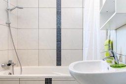Ванная комната. Кипр, Пернера Тринити : Прекрасная вилла с бассейном и двориком с барбекю, 3 спальни, 2 ванные комнаты, парковка, Wi-Fi