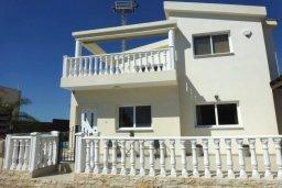 Фасад дома. Кипр, Нисси Бич : Удивительная вилла с 2-мя спальнями, 2-мя ванными комнатами, бассейном, солнечной террасой с патио, расположена недалеко от знаменитого пляжа Nissi Beach