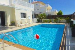 Бассейн. Кипр, Нисси Бич : Удивительная вилла с 2-мя спальнями, 2-мя ванными комнатами, бассейном, солнечной террасой с патио, расположена недалеко от знаменитого пляжа Nissi Beach
