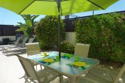 Обеденная зона. Кипр, Нисси Бич : Удивительная вилла с 2-мя спальнями, 2-мя ванными комнатами, бассейном, солнечной террасой с патио, расположена недалеко от знаменитого пляжа Nissi Beach