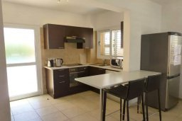 Кухня. Кипр, Нисси Бич : Прекрасная вилла с 2-мя спальнями, бассейном, солнечной террасой с патио, расположена недалеко от знаменитого пляжа Nissi Beach