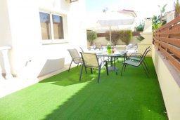 Обеденная зона. Кипр, Нисси Бич : Очаровательная вилла с 2-мя спальнями, бассейном, солнечной террасой с патио, расположена недалеко от знаменитого пляжа Nissi Beach