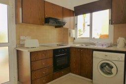 Кухня. Кипр, Нисси Бич : Очаровательная вилла с 2-мя спальнями, бассейном, солнечной террасой с патио, расположена недалеко от знаменитого пляжа Nissi Beach