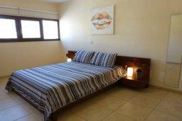 Спальня. Кипр, Центр Айя Напы : Апартамент в комплексе с бассейном, с гостиной, отдельной спальней и террасой
