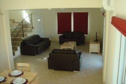 Гостиная. Кипр, Паралимни : Уютная вилла с бассейном и двориком с барбекю, 4 спальни, 2 ванные комнаты, парковка, Wi-Fi