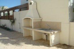 Территория. Кипр, Паралимни : Уютная вилла с бассейном и двориком с барбекю, 4 спальни, 2 ванные комнаты, парковка, Wi-Fi