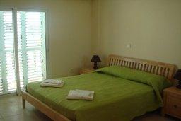 Спальня. Кипр, Паралимни : Уютная вилла с бассейном и двориком с барбекю, 4 спальни, 2 ванные комнаты, парковка, Wi-Fi