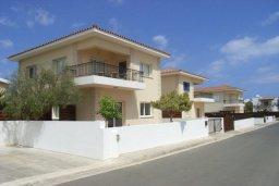 Фасад дома. Кипр, Пернера : Уютная вилла с 3-мя спальнями, 2-мя ванными комнатами, бассейном, барбекю, расположена в 150 метрах от пляжа Sirena Bay Beach