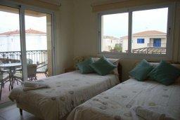 Спальня 2. Кипр, Пернера : Уютная вилла с 3-мя спальнями, 2-мя ванными комнатами, бассейном, барбекю, расположена в 150 метрах от пляжа Sirena Bay Beach