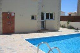 Бассейн. Кипр, Пернера : Уютная вилла с 3-мя спальнями, 2-мя ванными комнатами, бассейном, барбекю, расположена в 150 метрах от пляжа Sirena Bay Beach