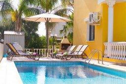 Бассейн. Кипр, Ионион - Айя Текла : Роскошная вилла с видом на море, с 4-мя спальнями, 3-мя ванными комнатами, с бассейном, тенистой террасой с патио, барбекю, бильярдом, расположена в 100 метрах от пляжа Ayia Thekla Beach